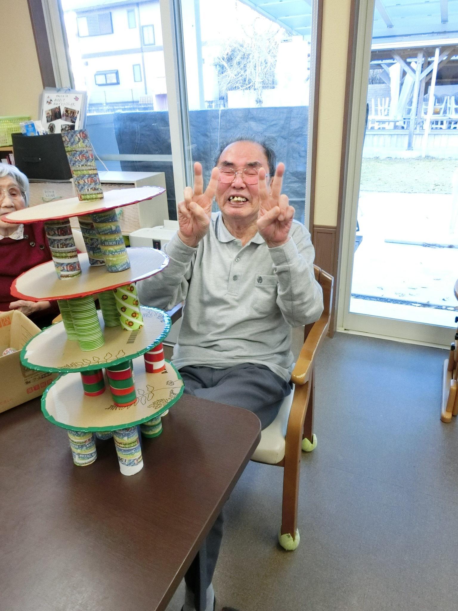 CIMG0351 rotated - <レクリエーション>豪華クリスマスケーキ作り競争