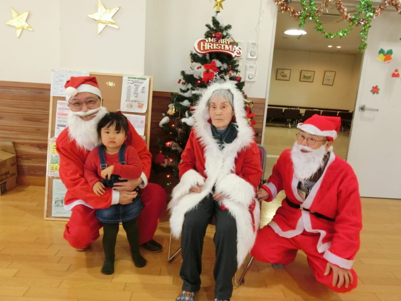 CIMG0363 800x600 - 地域交流クリスマス会